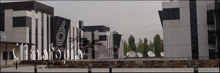 Exterior edificio instalación enfriadora Climatopía